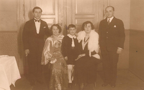 Uncle Isi and Aunt Fanny,  1932. Wedding with Herman the pageboy and Mum and Dad.